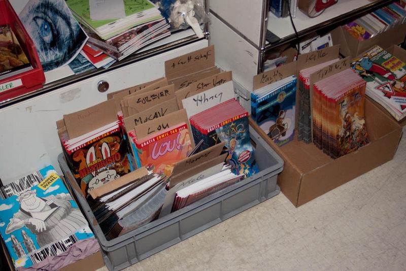 Die Gratis Comics hinter dem Tresen des Zappa Doing
