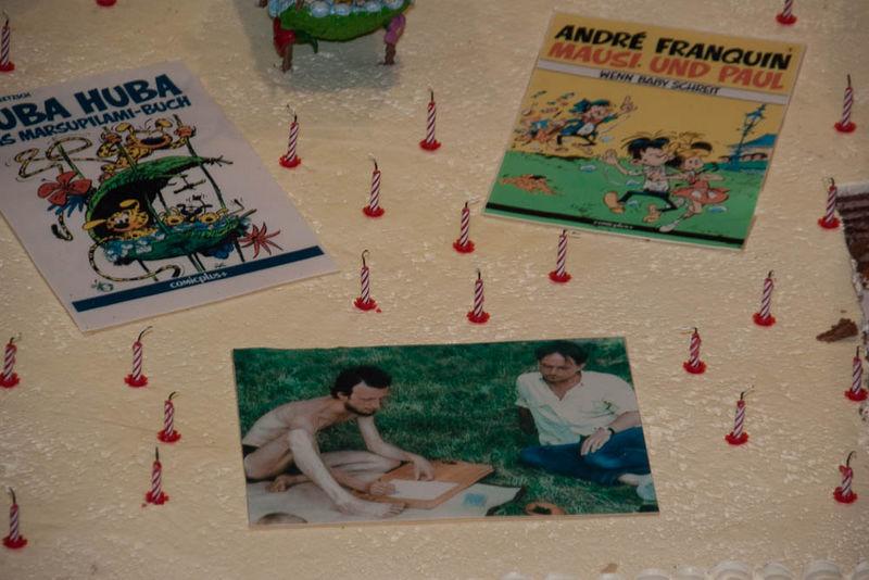 25 Jahre Comicplus wurde mit einer Torte gefeiert
